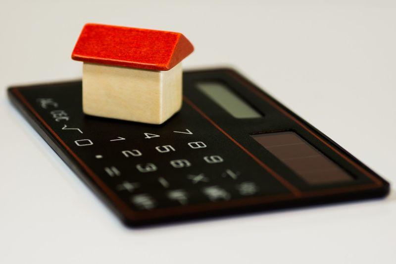Jaký je rozdíl, když kupujete akcie, fondy nebo nemovitosti?