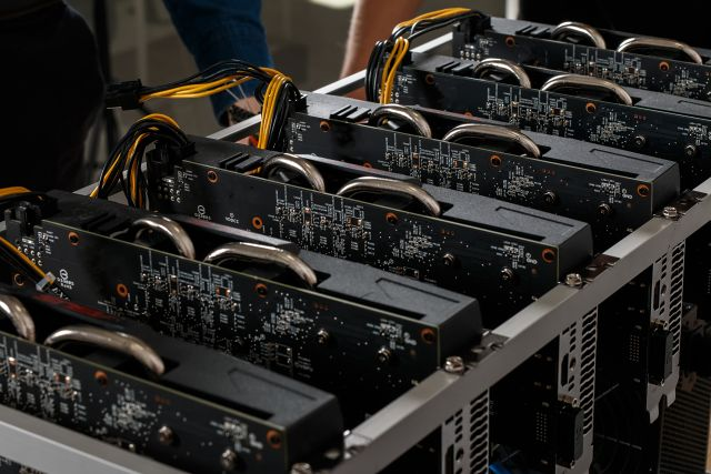 Datacentra jsou postavena z jednotlivých počítačových komponentů