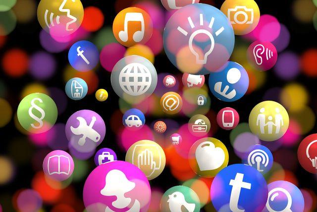U decentralizovaných aplikací profitují všichni uživatelé dané aplikace.