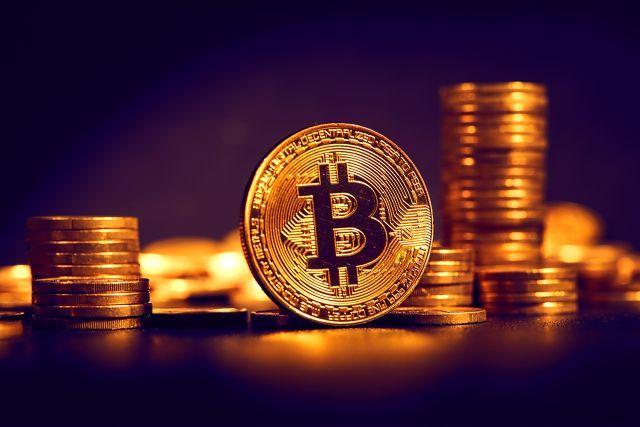 Odeslání bitcoinů či jiných kryptoměn ze zařízení probíhá tak, že se transakce vytvoří nejprve v počítači.