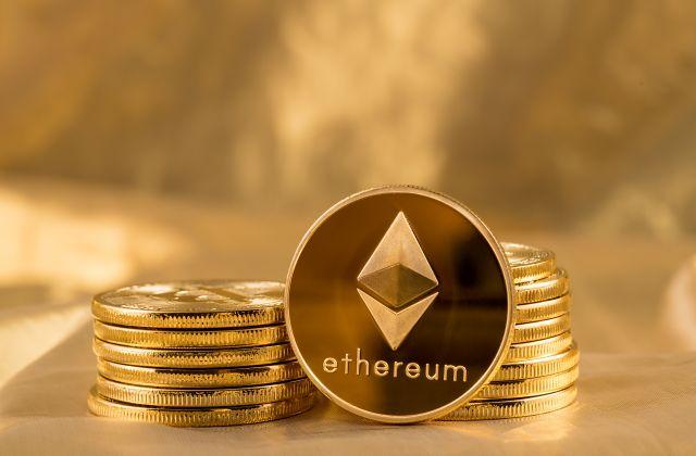 Trezor slouží jako bezpečná Ethereum peněženka.