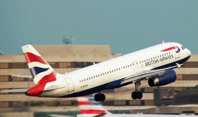 Použitím technologie blockchain se při zpoždění letu delší než 3 hodiny aktivuje cestujícím automatické vyplácení peněz.